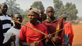 Men with bows, arrows and knives in Bangui