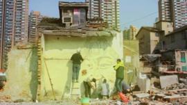 Portuguese urban artist Alexandro Farto at work
