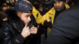 Justin Bieber (left)