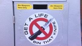A knife bin