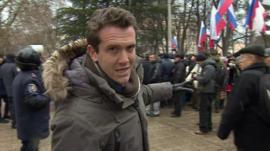 Mark Lowen pointing at crowds in Simferopol