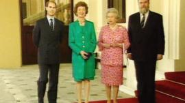 Irish President Mary Robinson has lunch with the Queen