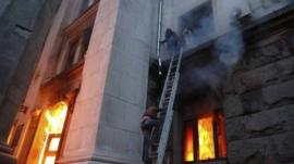 People wait to be rescued on the second storey's ledge during a fire at the trade union building in Odessa May 2, 2014