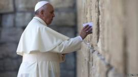 Pope visits Western Wall