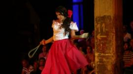 Luna Manzanares playing Carmen