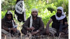 Abu Muthanna al-Yemeni (centre), believed to be Nasser Muthana, a 20-year-old man from Cardiff