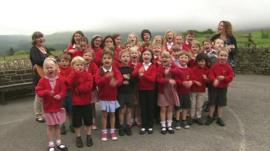 Children sing for the Tour de France
