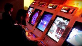 Arcade players