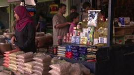 Palestinians shopping in the Gaza Strip on first day of Egyptian brokered truce