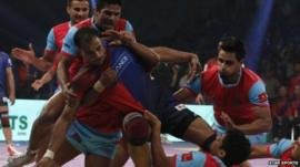 Players from Dabang Delhi and Jaipur Pink Panthers in a Pro Kabaddi League match on August 5, 2014: Star Sports