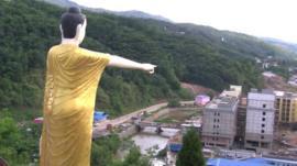 Statue overlooking Mong La