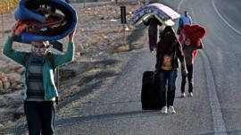 Refugees flee Kobane, Syria