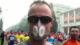 Running marathon in a smog mask