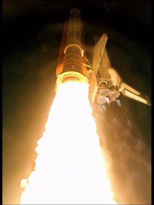 Imagen del lanzamiento de un cohete de la NASA