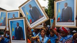 Joseph Kabila a été élu président en 2006 et réélu en 2011 lors d'un scrutin entaché de fraudes massives. La constitution congolaise lui interdit de se représenter.