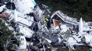 Destroços do avião da Chapecoense
