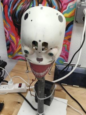 Cabeza de la muñeca robot