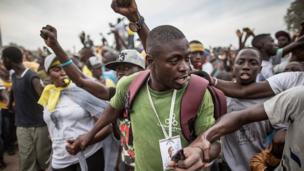 Le 29 novembre 2016, dernier jour de la campagne, les partisans d'Adama Barrow sont venus apporter leur soutien au candidat unique d'une coalition de l'opposition