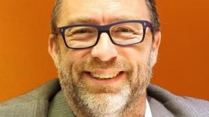 'Jimmy Wales' from the web at 'http://ichef.bbci.co.uk/news/304/cpsprodpb/A902/production/_86666234_ceo_jimmy.jpg'