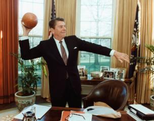 Başkan Reagan Oval Ofis'te