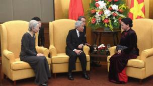 Japan's Emperor Akihito (C) and Empress Michiko (L) talk with Vietnam's National Assembly Chairwoman Nguyen Thi Kim Ngan in Hanoi on March 1, 2017
