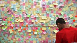 """Hundreds of notes have been posted on a """"peace wall"""" on the boarded-up window of a store in Peckham, south London"""