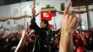 Supporters cheers as President Hugo Chavez delivers his victory speech from the balcony at Miraflores Palace following the presidential elections on 3 December 2006 in Caracas, Venezuela.
