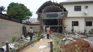 Workers building the tomb of Chukwuemeka Ojukwu
