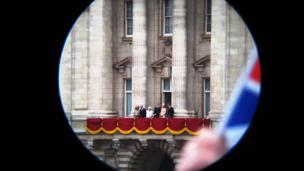 Queen's balcony appearance, Buckingham Palace