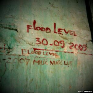 Flood level markings
