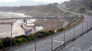 Llong Cargo MV Carrier yn Llanddulas, ger Bae Colwyn