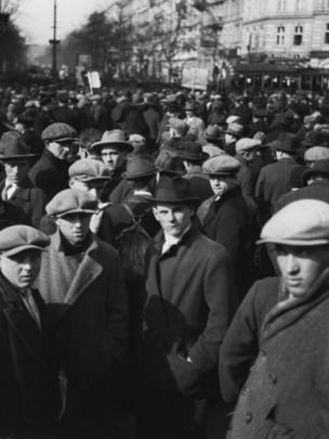Edith Tudor-Hart: Unemployed Workers' Demonstration, Vienna, 1932