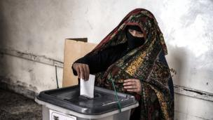 Woman votes in Sanaa's old city