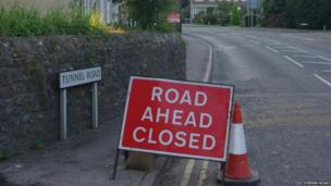Road closure sign on Tunnel Road in Beaminster.