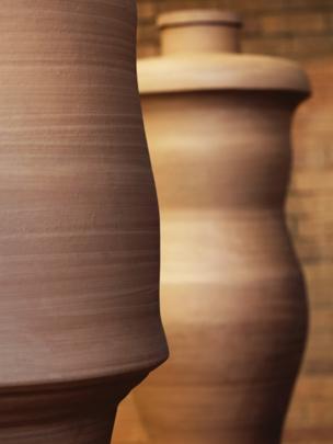 Figural Jar I & II gan Julian Stair