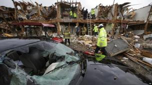 Firefighters search an apartment destroyed by the explosion in Waco (18 April 2013)