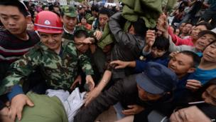 Residents fight over blankets after a magnitude 6.6 earthquake hit Lushan, Sichuan Province on April 21