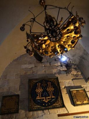 Chandelier inside inside Umayyad Mosque (16 April 2013).