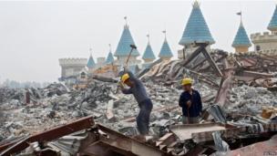 Demolition of an amusement park called Wonderland