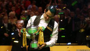 Ronnie O'Sullivan poses with the trophy