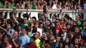 Crowd at Arlington cemetery trying to get a picture