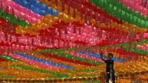 South Korean worker prepares Buddha's birthday celebration in Seoul (14 May 2013)