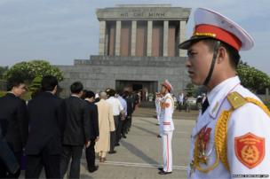 Deputies line up to pay homage to late president Ho Chi Minh