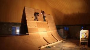 Building a skating wall in Mazar-e Sharif