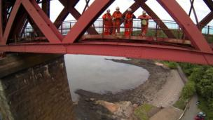 Men on the Forth rail bridge