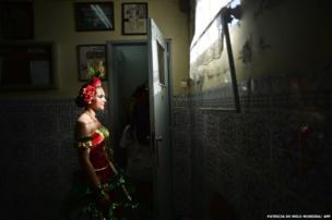 A reveller from a Lisbon neighbourhood, Alto do Pina, is pictured before going to the Saint Anthony's parade