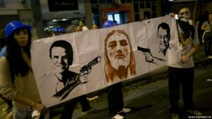 People protest holding a banner in Rio, 17 June 2013