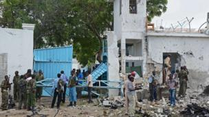Somali soldiers at the UN compound in Mogadishu (19 June 2013)