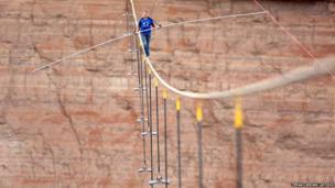 Man tightrope walks across US river gorge