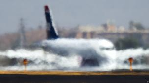 Plane through heat haze at Sky Harbor airport, Arizona (28 June 2013)